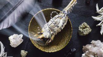 Les 4 meilleures manière de purifier les pierres naturelles